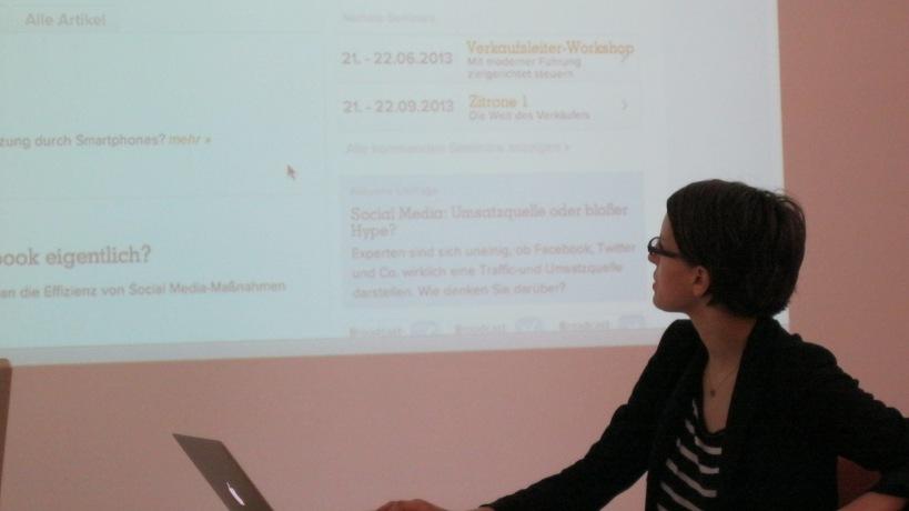Katharina Bösch stellt die Webseite von Broadcast-Future vor